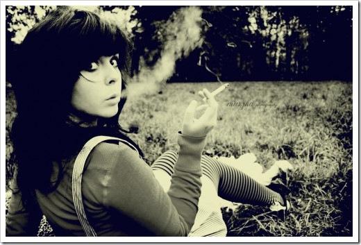 black,,,white,photography,smoke,girl,cigarette,grass-0a75c140723d94a4b64ad40ae041a404_h