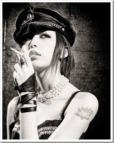 sigar,actress,black,white,girl,leather,model-b0fcf2e2914e6253bb939e43c95aa73c_h
