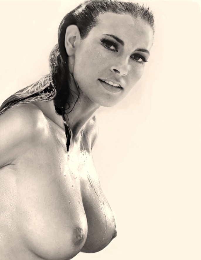 Raquel Welch desnuda - Fotos y Vídeos -