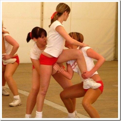 cheerleader-fisting-15358-1291850652-3