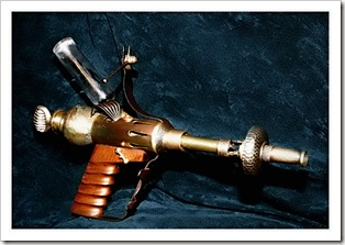 Steampunk_raygun_by_beelzebubby