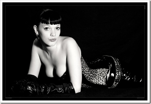 Black_and_white_Pinup_by_Psy_FeA
