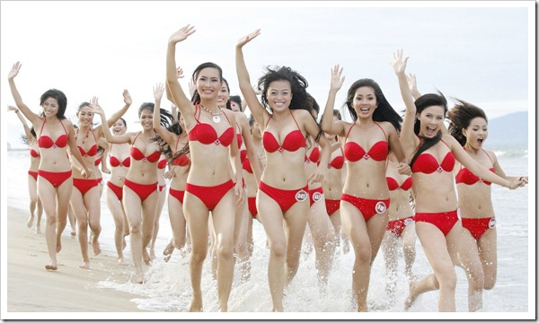 VIETNAM-WAVING-GIRLS-BIKINIS-RUNNING-BEACH