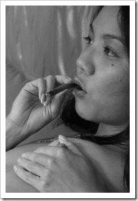 090506-smoking-asian-babe-bw1