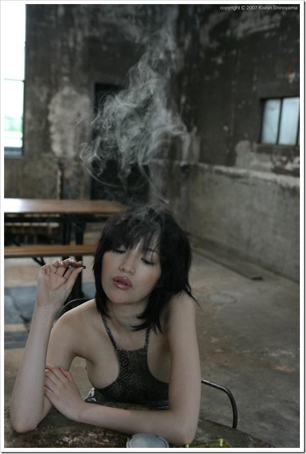Yuuri Morishita Smoking 001