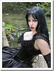 nice_gothic_girl_near_water