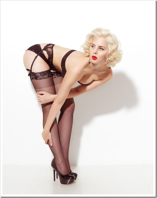 hot blonde pinup (2)