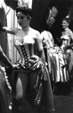 Las-Vegas-showgirl-Dale-Strong-backstage-1952.