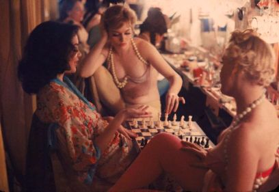 showgirls-and-chess-1y